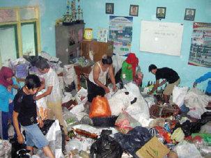 Pekerja Bank Sampah