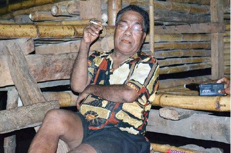 Matheus Kepala Desa Sumba, NTT