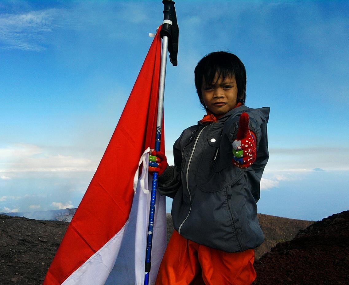 Arya tundukkan puncak Gunung Slamet, 2011.