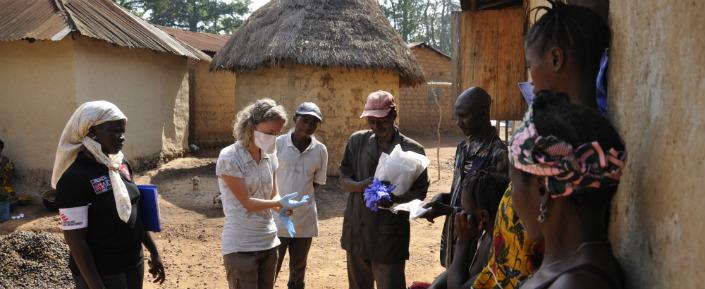 http://kabarinews.com/wp-content/uploads/2014/07/Guinea_Ebola_MSB7723_AmandineColin_web.jpg