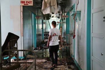 All the wards in the Burauen district hospital were destroyed by the Typhoon Haiyan. MSF began supporting this health centre a few days after the storm.