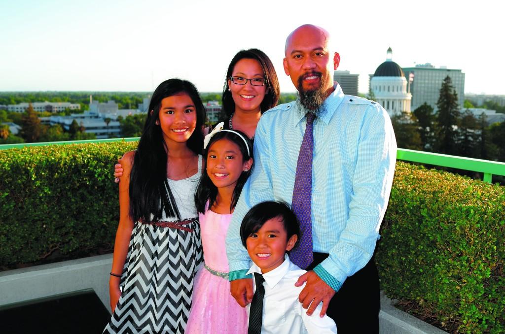 Bersama keluarga tercinta, istri dan ketiga buah hati