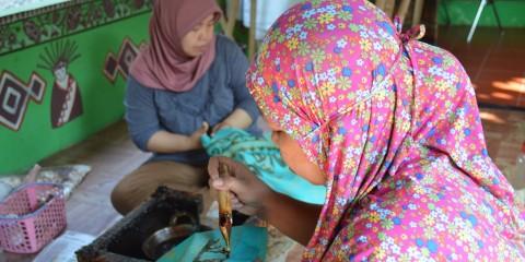 Batik Betawi Terongong