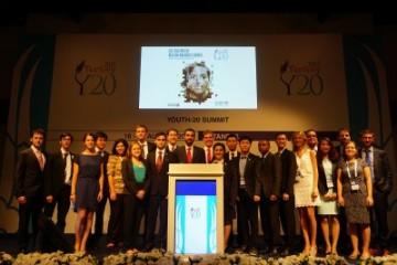 Delegasi-Indonesia-di-Y20-Berfoto-Bersama-Para-Peserta-Kegiatan