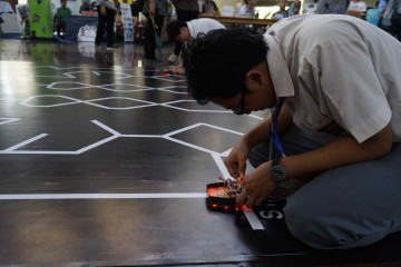 ITS EXPO 2014 - Kompetisi Nasional Robot in Action, Line Tracer Analog (1)