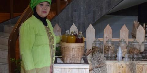 Lasmi - pengusaha jamu tradisional