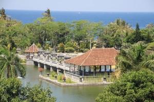 Selat Lombok tampak di sisi timur Taman Ujung