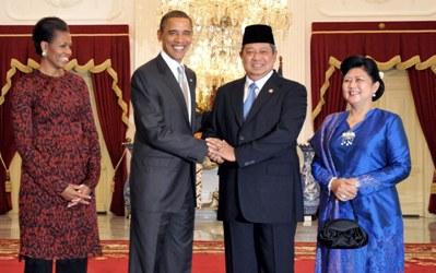 Presiden SBY menyambut kedatangan Presiden AS Barack Obama di Istana Negara