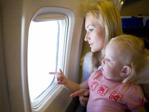 bayi naik-pesawat
