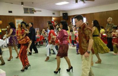 Menari dalam Acara Indo Fest