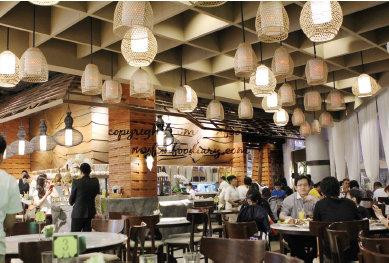 Restoran dengan nuansa moderen, tapi disuguhi musik tradisional