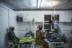 LYF_MSFIMG_7601_Husni checks Abubakar coma