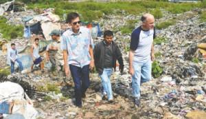 Kunjungan Dubes Blake ke TPA Sewan Tangerang
