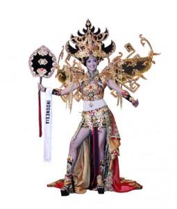 Elfin Pertiwi dengan kostum Nasional