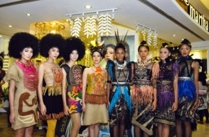 Para model, dengan tata rias Sariayu