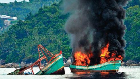 Pembakaran dan penenggelaman kapal berbendera asing