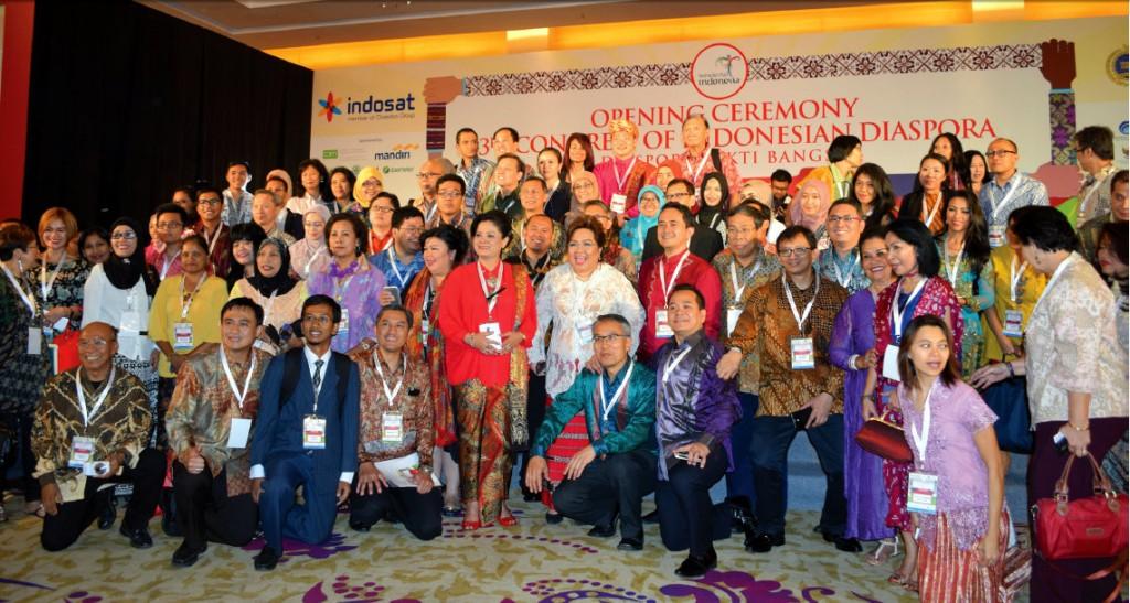 Berfoto bersama pada Pembukaan Kongres Diaspora ke-3 di Hotel Luwansa, Jakarta