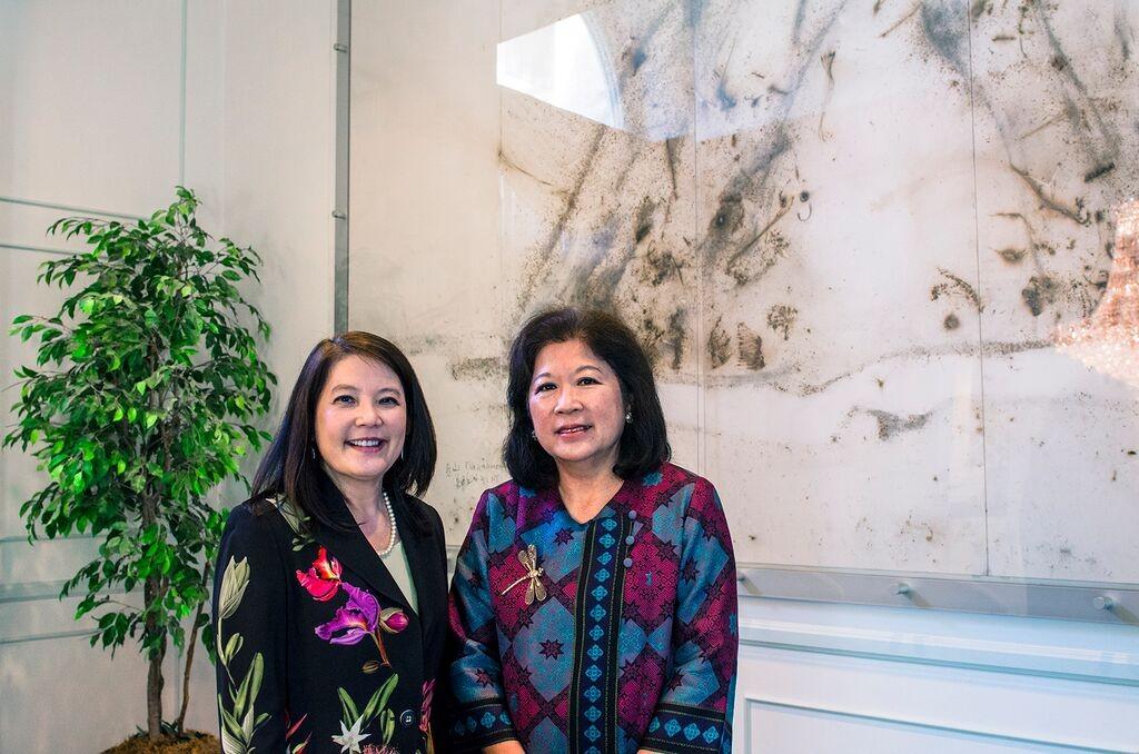 Julia Gouw and Marie Pangestu, mantan Menparekraf
