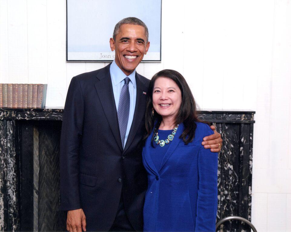Presiden Obama dan Julia Gouw