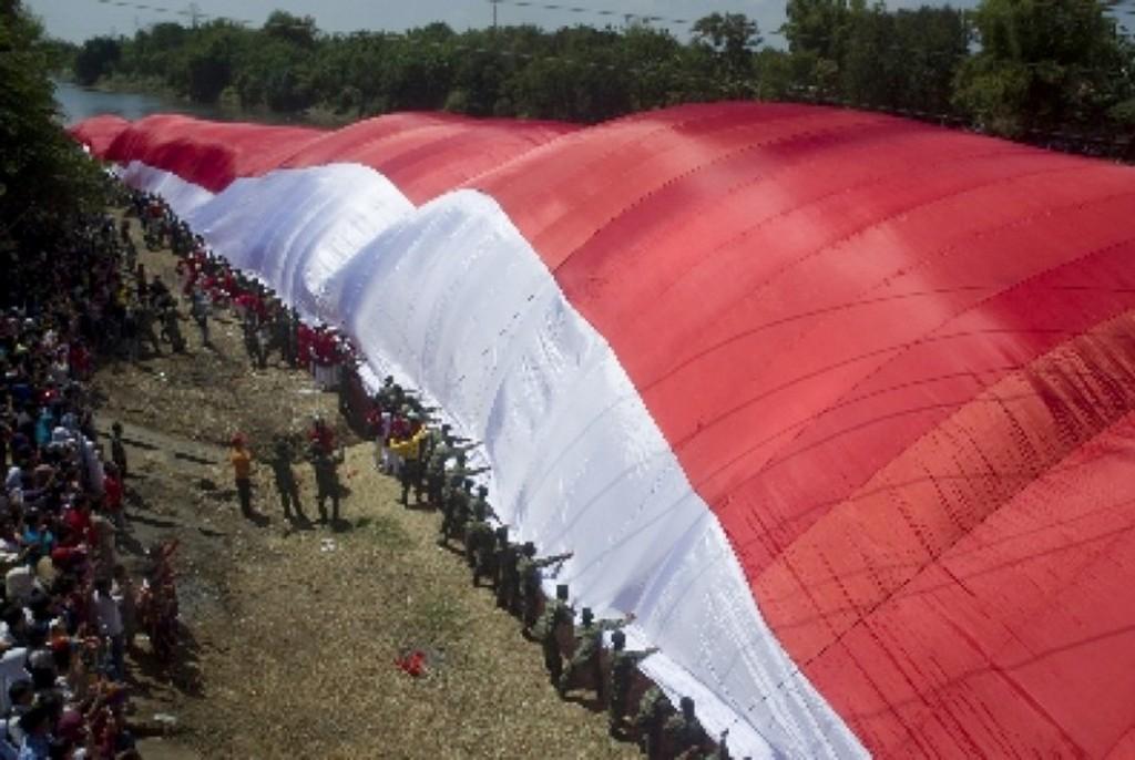 bendera-merah-putih-raksasa- gorontalo. (nasional.republika.co.id)