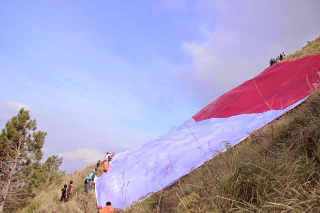 cansablas adventure, pembentangan bendera di gn panderman