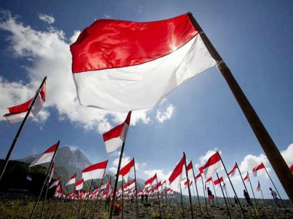 skanaa.com foto kibarkan bendera merah putih